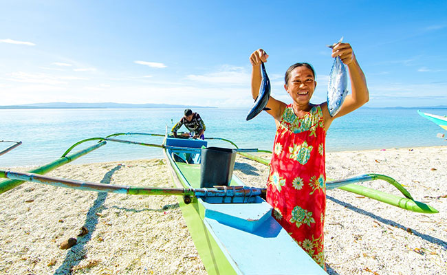 A Philippine woman proudly showcases her sustainably-caught harvest.