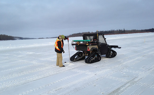 Tetra Tech staff calibrate ice velocity during a GPR ice thickness survey.