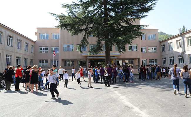 Tetra Tech, Millennium Challenge Corporation, stakeholders, and students celebrated the completion of the Oni school.
