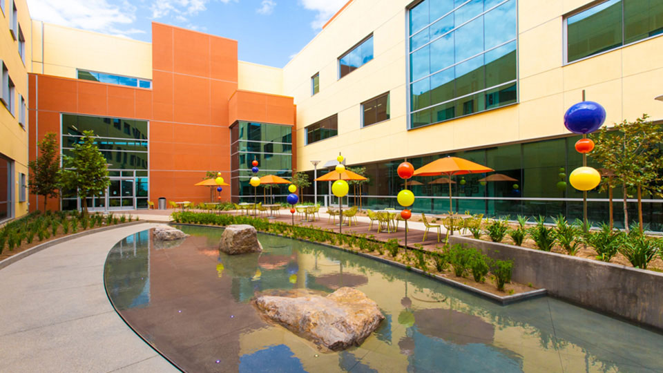 Kaiser Antelope Valley Courtyard