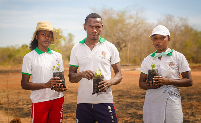 Tetra Tech supports a youth group in western Madagascar protecting and reforesting the threatened Menabe dry forests.