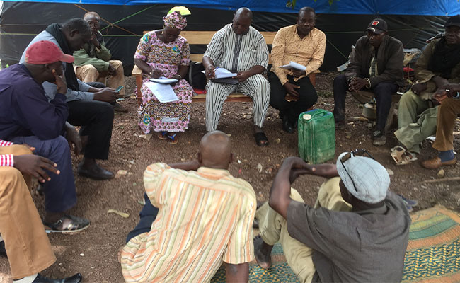 Tetra Tech supported SNGP and Koulikoro Regional Development Agency to hold discussions with a group of Tomboloman.