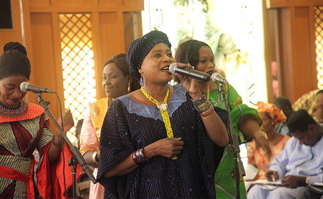 Malian singer Djeneba Seck sings about women's political participation at Mali SNGP's Annual Review.