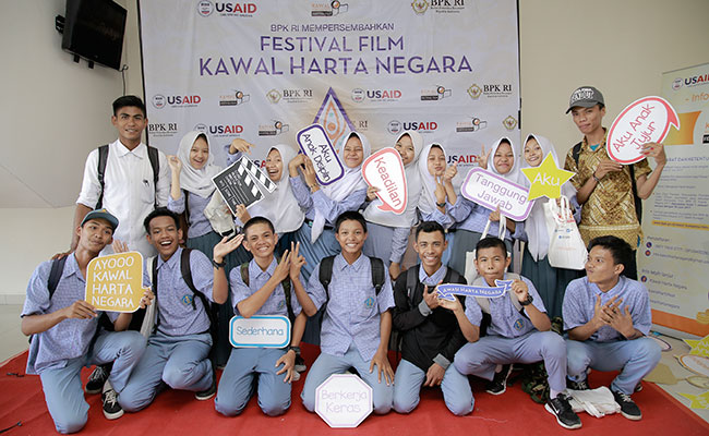 High school students enthusiastically participate in the BPK Film Festival