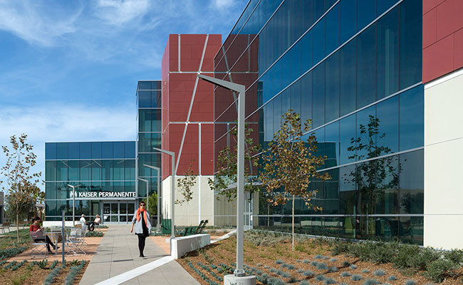 Kaiser Market & Valentine Specialty Medical Office Building in Ventura, California