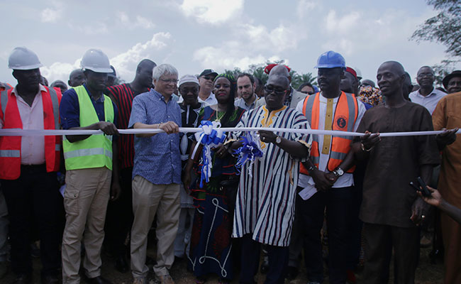 Minister of Internal Affairs Varney Sirleaf cuts the ribbon, officially dedicating the LMWP water treatment plant to the