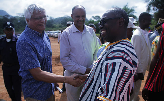 USAID Liberia Mission Director Dr. Anthony Chan and Minister of Internal Affairs Varney Sirleaf shake hands at the LMWP