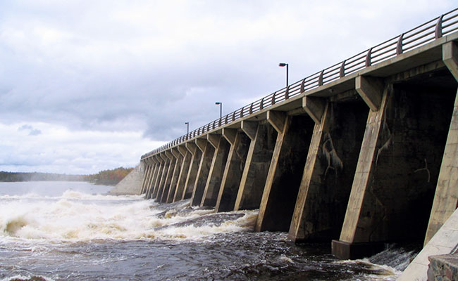 Des Quinze Dam
