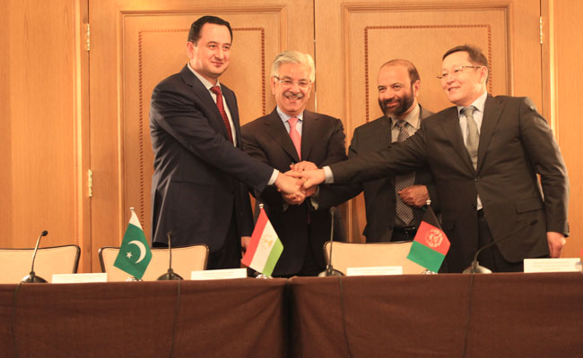 Representatives of the Kyrgyz Republic, Tajikistan, Afghanistan, and Pakistan sign the IGC resolution, master agreement,