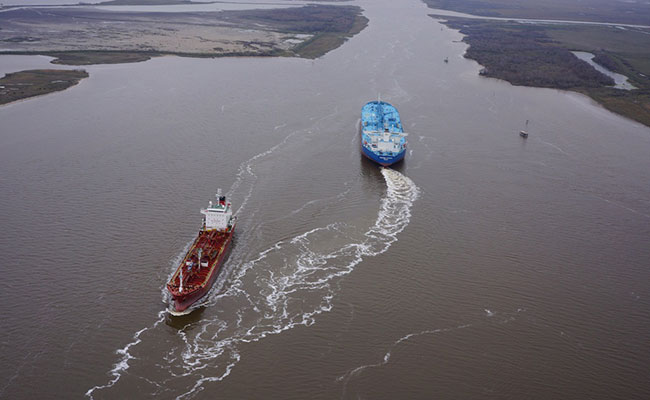 Tetra Tech's design of the salinity barriers accounts for the hydrodynamic effects of ships as large as the LNG Q-max.