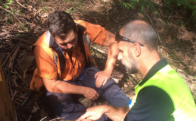 ELA ecologist shows Aboriginal trainee how to use GPS.