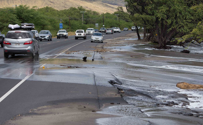 High tide flooding at Honoapi'ilani Highway, Olowalu, Maui