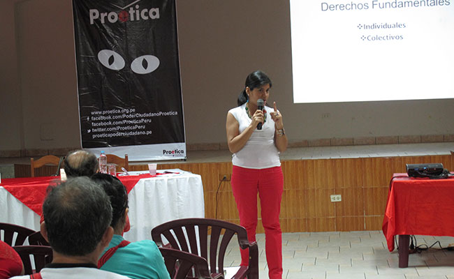 Learning about fundamental rights at a workshop in Iquitos sponsored by Pro-Integridad counterpart organization Proética