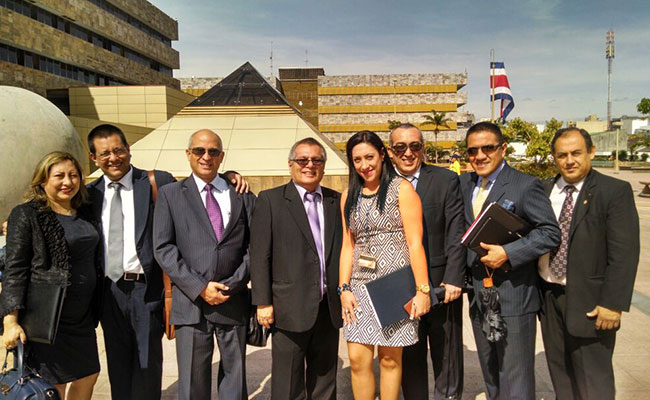 Peruvian court personnel visit the Tribunales de Justicia during a study tour to Costa Rica