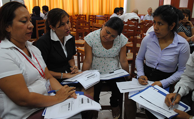 Workshop participants discuss guidelines on the programming and management of hearings at the trial stage at a training