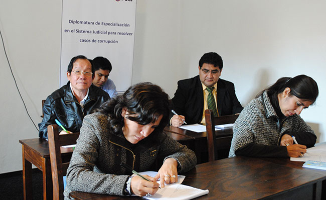 Participants hard at work in a diploma course on combatting corruption in Chachapoyas, in Peru's Amazon region
