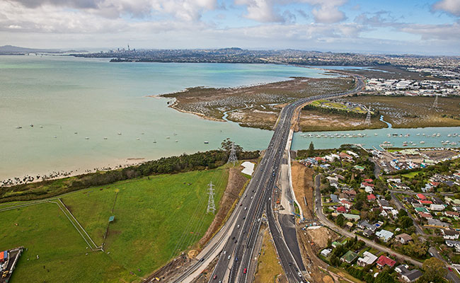 The Causeway heading into Auckland