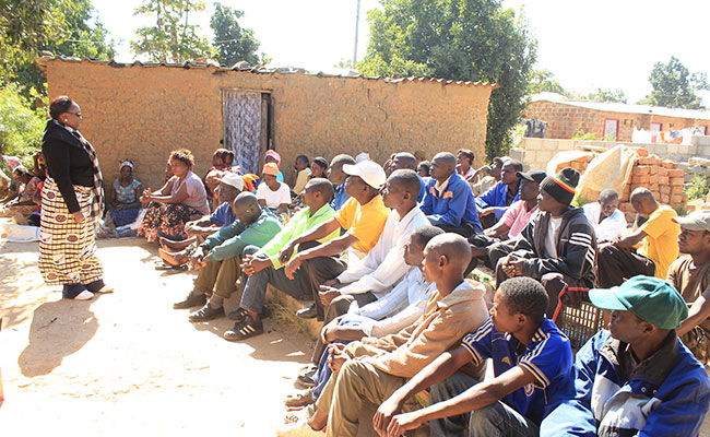 Tetra Tech engages with the community to explain the resettlement compensation process, Zambia