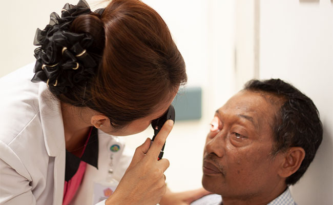 A doctor conducts an eye examination at the Australia Bali Memorial Eye Centre (ABMEC)