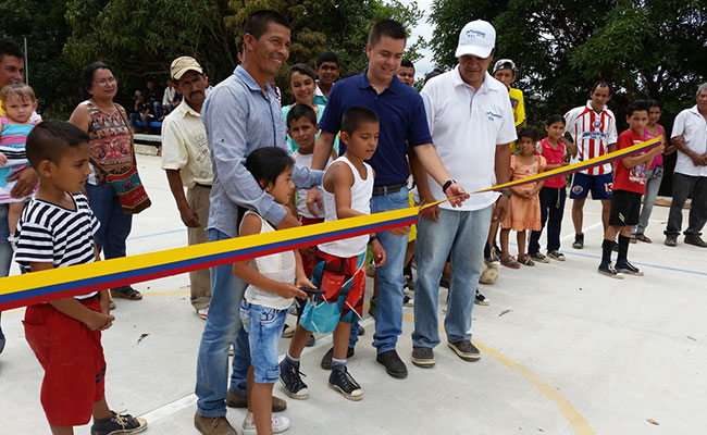A ribbon-cutting ceremony at the opening of a sports area in Caqueta