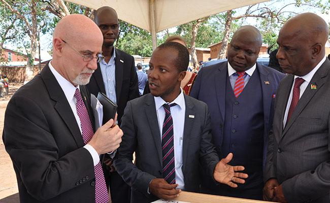 The U.S. Ambassador and Malawi President review Tetra Tech's design.