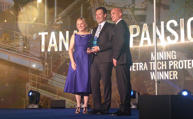 2016 Bentley Awards: Anne-Marie Walters, Bentley; Stewart Phillis, Tetra Tech; Victor Alvarez, Bentley
